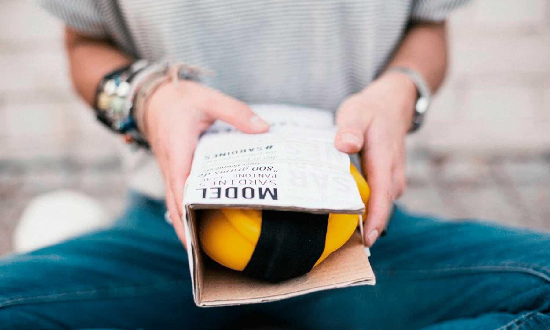 botas de agua sardines plegada en packaging